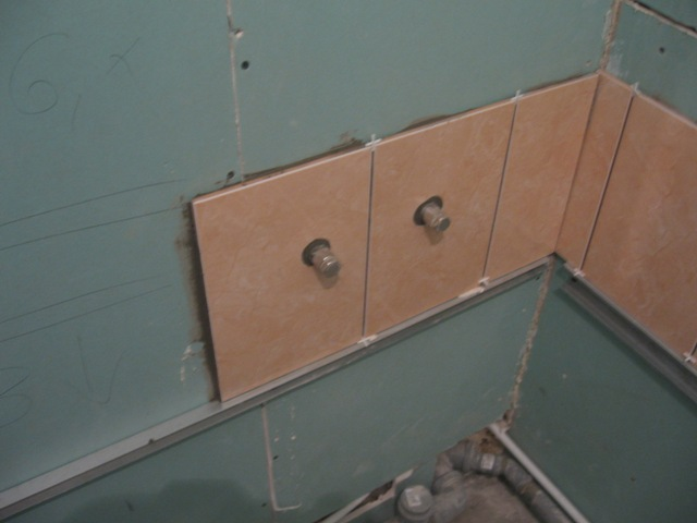 Плитку на гипсокартон в ванной